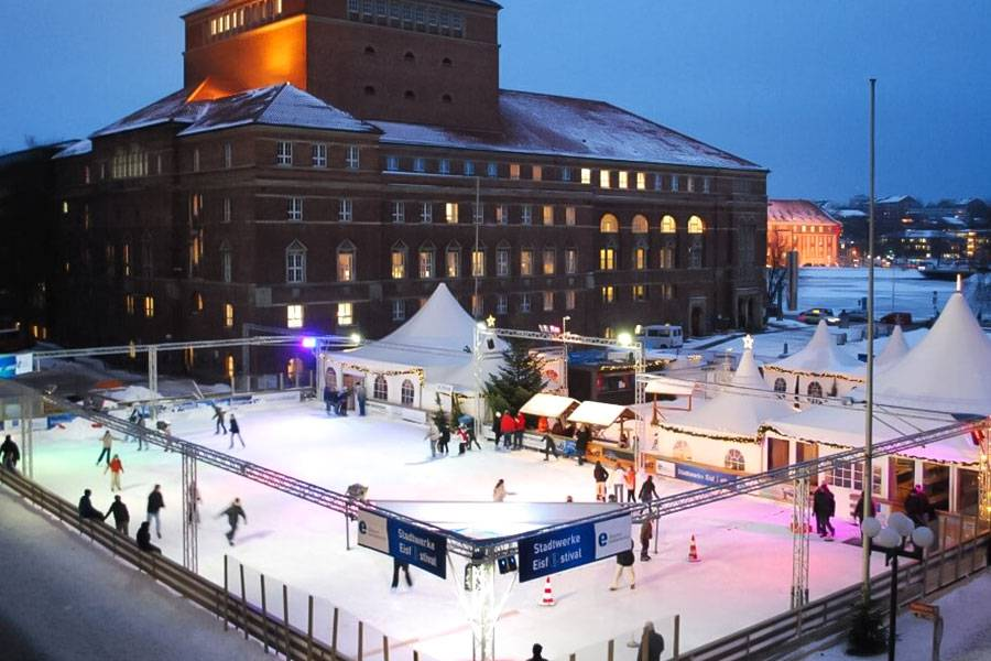 mobile-ice-rink_02_20201014132044.jpg