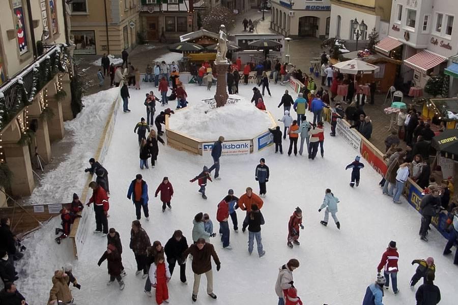 mobile-ice-rink_07_20201014105231.jpg