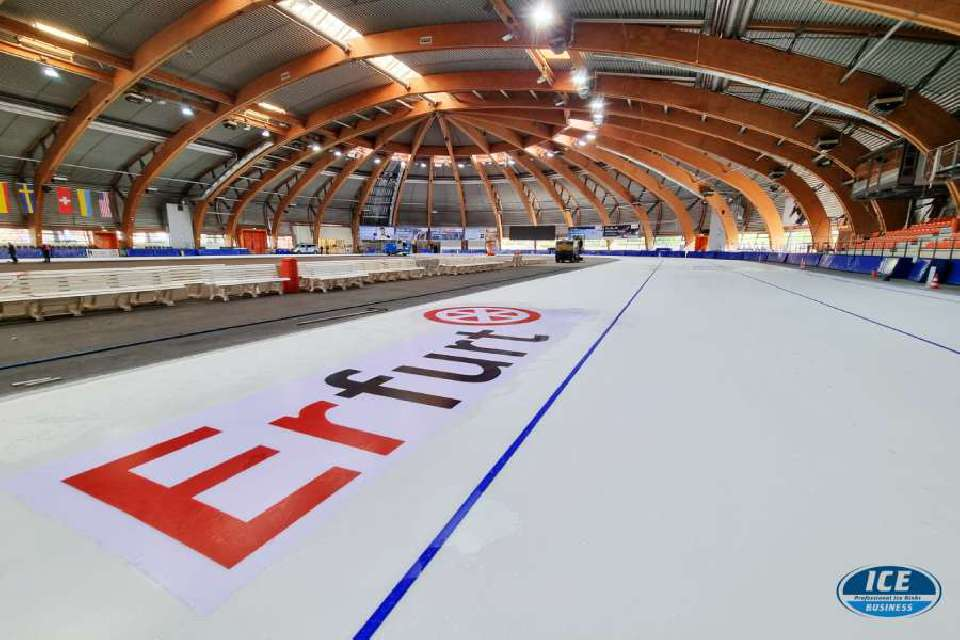 The ice rink in Erfurt shines again in perfect white!