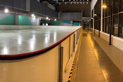 Eröffnung Eisbahn in der 163 Retail Park Shopping Mall in Malaysia
